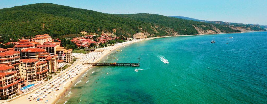 Панорама курорта Елените в Болгарии
