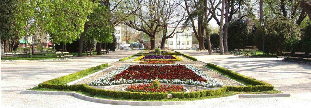 Сквер в Добриче Болгария, достопримечательности