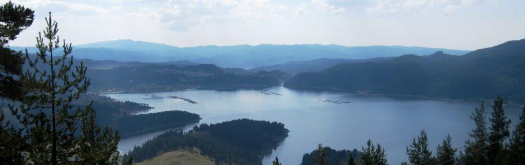 Вид на озеро Доспат в Болгарии